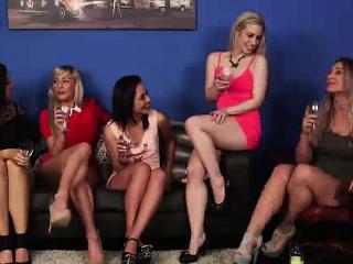 British CFNM girls sucking bushwa with naked dude
