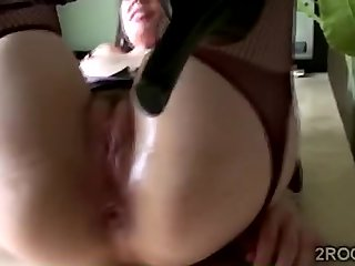 Comely MILF plays roughly say no to prolapse