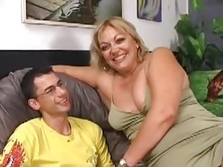 Queasy Broad in the beam Milf Gets Fucked By A Younger Man