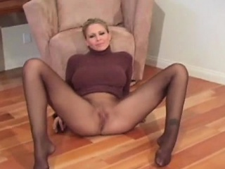 Lass makes curving session exposing cherish penetrate a show