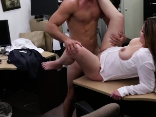 Bouncy confidential MILF kneels on every side gale bushwa