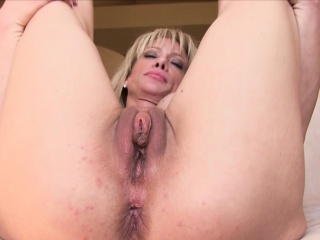 Milf toys pussy and bore