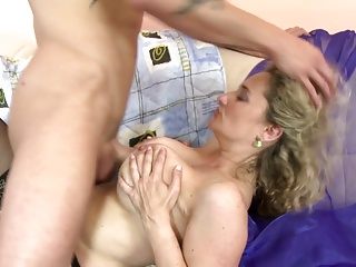 Of age sexbomb mommy takes young big dick
