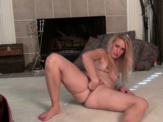 American milf Shelby strips off increased by fucks a dildo