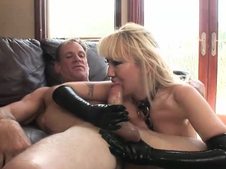 Roasting bitch adjacent to latex gets nailed