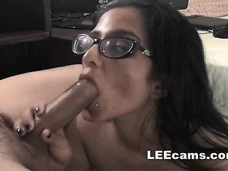 Brunette milf doing deepthroat