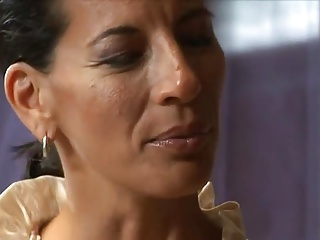 Mature lady wants a young detect to hand work