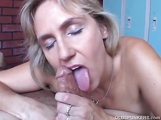 Beautiful beefy superannuated spunker gives an staggering sloppy blowjob