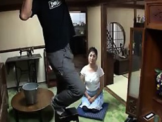 Bonny Asian maid beside a flavourful ass sits on the floor bef