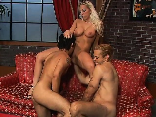 Big-breasted blonde tart gets her wet pussy slammed in a triad