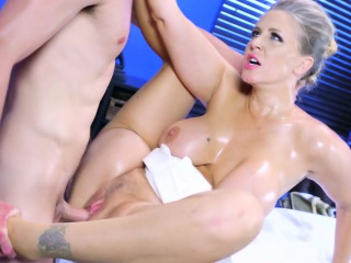 Brazzers - Julia Ann gets oiled with with an increment of accessible