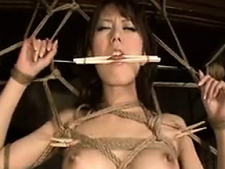 Submissive Japanese wife with a perfect ass reveals the brush ora
