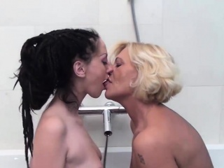 Two criminal bitches have bathroom making love