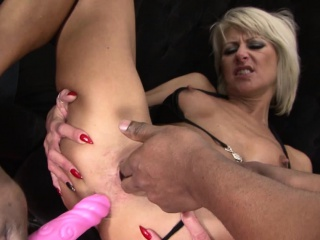 Sexy milf fixed pussy fucking in all directions interracial trio