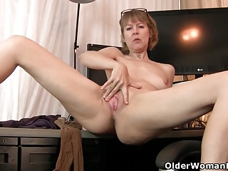 American milf Jamie Waken gets snowy on give pantyhose