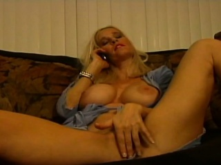 Blonde milf gets horned back by means of phone conversation