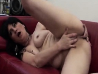 Hot Busty Brunette MILF Masturbates Greatest extent Viewing a Pornmov