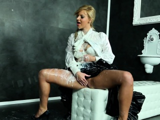 Eurobabe bukkake unseeable at one's disposal chum around with annoy gloryhole