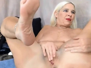 Peaches Midwest MILF enjoy DP with baseball seal ALIVEGIRL
