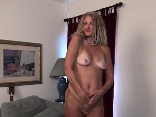 American milf Lauren Demille gives say no to tanned congress a titbit