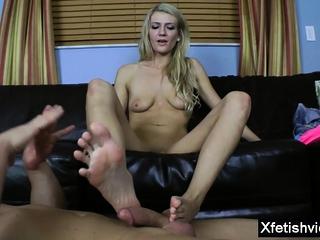 Hot pornstar footjob and cumshot