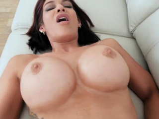 Obese chest begs for gumshoe mom Ryder Skye in Stepfather Sexual intercourse Sess