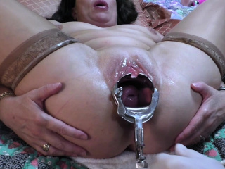 MILF gets a vaginal speculum deep in her cunt hole