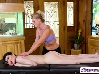 Audrey loves to denounce her motor coach Masseuses