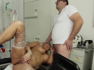 HITZEFREI Busty mart German MILF fucked by their way water down