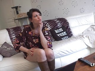 1er rdv Jolie Maman francaise aux gros seins donne son cul