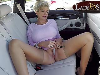Gaffer mature Lady Sonia masturbates in her car