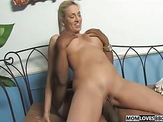 Mom Cala Craves fucks at hand a BBC prepay their way daughter