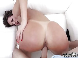 Milf fucks sleeping coupled with mom Bonking Someone's external Stepcrony's son As A