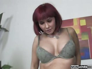 Lady watching how mom Carrie Ann gets fucked by a BBC