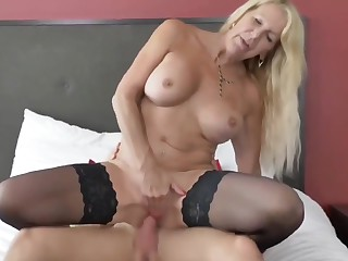 Sexy cougar MILF gets rough fucked off out of one's mind young boy on vacation