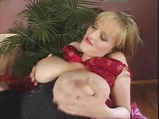 Stefani's superb tits
