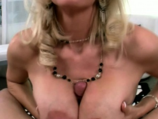 Beamy titted comme ‡a milf housewife gives pov knocker bustle